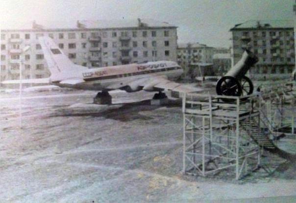 В пионерском лагере Электрон на озере Таир в Марий Эл был реактивный пассажирский Ту-114 истребитель