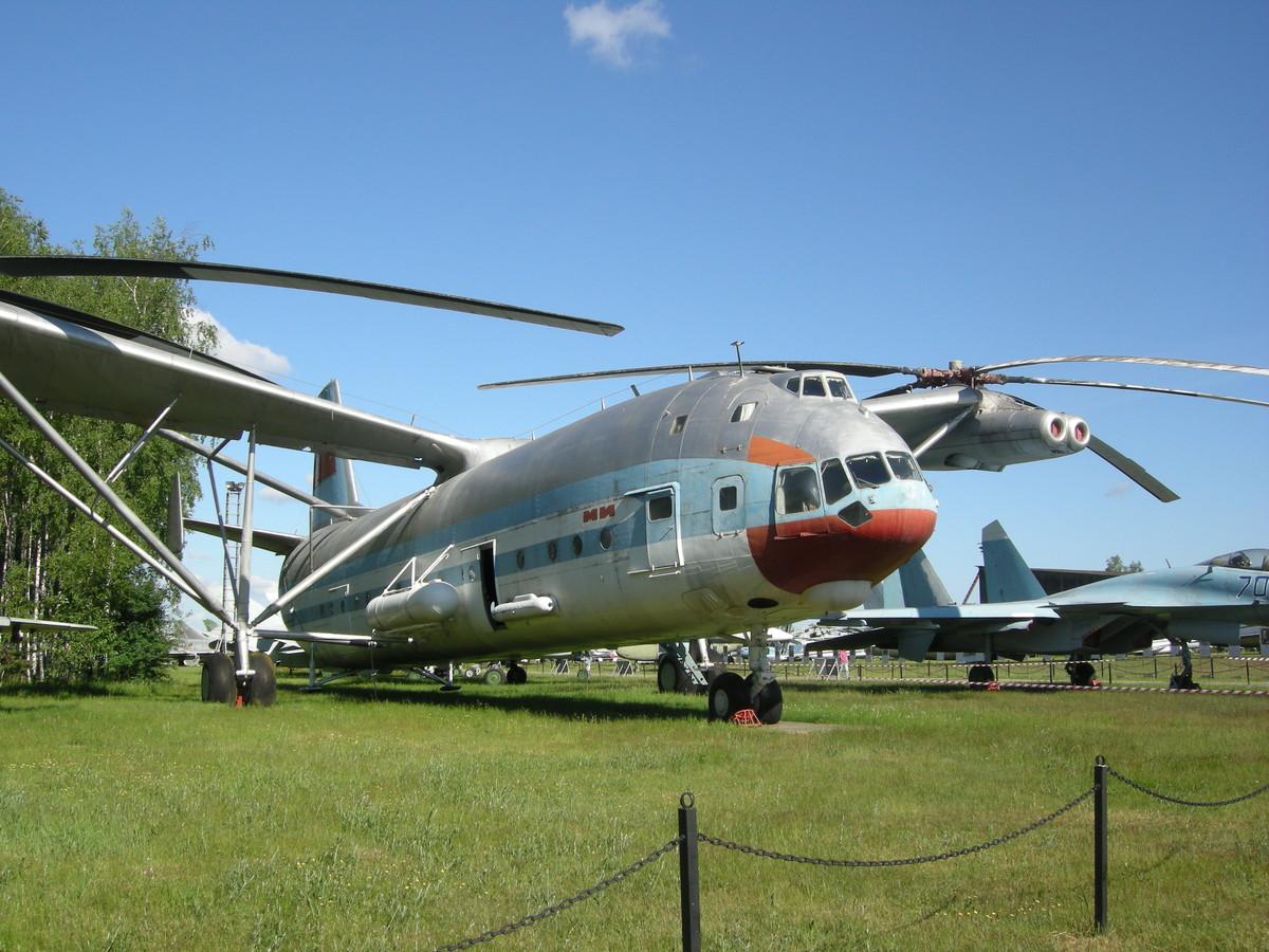 В-12 в музее авиации в Монино