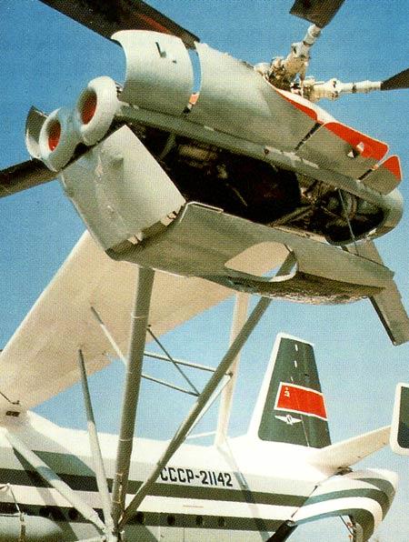 Ферменная консоль с крылом В-12 с двигателями и открытыми капотами