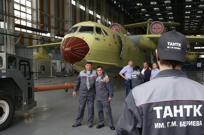 TAGANROG, RUSSIA - MAY 30, 2016: The unveiling ceremony for a Beriev Be-200ChS amphibious aircraft, modified for the Russian Emergency Situations Ministry at the Beriev Aircraft Company. Valery Matytsin/TASS Ðîññèÿ. Òàãàíðîã. 30 ìàÿ 2016. Âûêàòêà ïåðâîãî ñåðèéíîãî ñàìîëåòà-àìôèáèè Áå-200×Ñ äëÿ Ì×Ñ Ðîññèè íà Òàãàíðîãñêîì àâèàöèîííîì íàó÷íî-òåõíè÷åñêîì êîìïëåêñå èìåíè Ã.Ì. Áåðèåâà. Âàëåðèé Ìàòûöèí/ÒÀÑÑ
